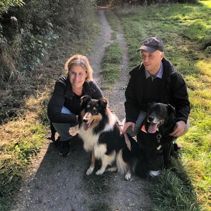 Familienbild mit Collie Candy und Labrador Mischling Tom